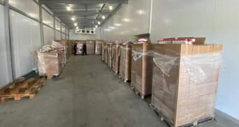 В грузовике с вишнями: пограничники обнаружили сотни ящиков контрабандных сигарет