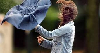 Шквальний вітер та град: в Україні – штормове попередження