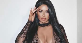 """Сексуальная звезда Playboy в """"голом"""" платье соблазнила сеть: откровенное фото 18+"""