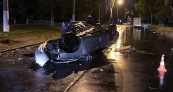 В Одесі авто перекинулось від удару об дерево: загинула 22-річна пасажирка – фото