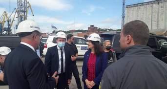 Оцінює безпекову ситуацію в Азовському морі: глава ОБСЄ приїхала до Маріуполя
