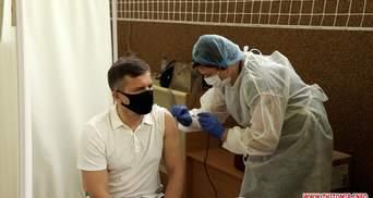 Не было никаких осложнений, – мэр Житомира рассказал о вакцинации пожилых людей