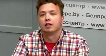 Ніхто не бив, а батьки – в заручниках Польщі: Протасевича вивели на брифінг