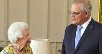 Єлизавета II зачарувала яскравим образом у жовтій сукні: фото ділової зустрічі