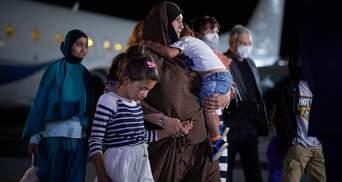 Україна своїх не кидає, – у Зеленського розповіли, як рятували родину з Сирії