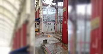 """Затопило найбільший ринок України """"Барабашово"""": в Харкові пройшла сильна злива – відео"""