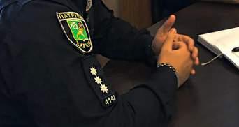 """Поліцейський під наркотиками робив """"закладки"""" в Харкові: відео"""