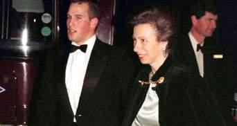 После развода внук Елизаветы II вернется жить в дом матери, – СМИ