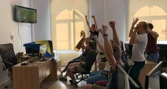 Как журналисты 24 канала болеют за сборную на Евро-2020: фотоподборка