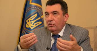 С минскими соглашениями надо работать, но выполнить их невозможно, – Данилов