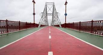 В Киеве с пешеходного моста прыгнул мужчина