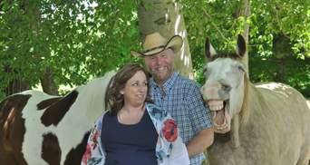 """Фото дня: лошадь приняла участие в """"беременной"""" фотосессии и рассмешила миллионы людей"""