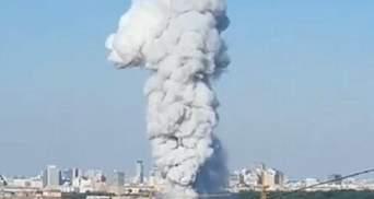 У центрі Москви спалахнула пожежа на складі піротехніки: лунають вибухи – відео