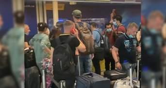"""Літак МАУ забув своїх пасажирів: в Борисполі відбулась скандальна """"посадка"""" на рейс до Туреччини"""