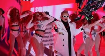 """Сделал розовый ирокез и зачитал рэп: Поплавский удивил образом в клипе """"Украинский борщ"""""""