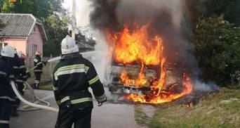 На Львовщине посреди дороги полностью сгорел пассажирский автобус: фото