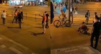"""У Москві жорстоко побили хлопців за крики """"Росія – для росіян"""": відео"""