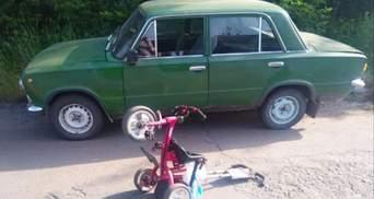 На Хмельниччині ВАЗ збив матір із 3-річною дитиною