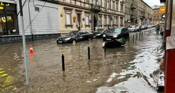 Затоплені вулиці й неймовірні затори: у Львові захмарно подорожчало таксі – фото