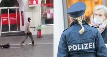 У Німеччині чоловік з ножем накинувся на перехожих: є загиблі та поранені – моторошні відео 18+