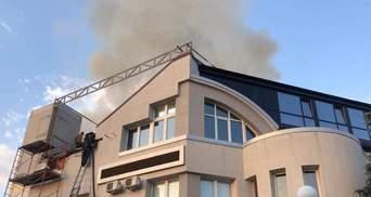 Под Киевом горела крыша медицинского центра: фото