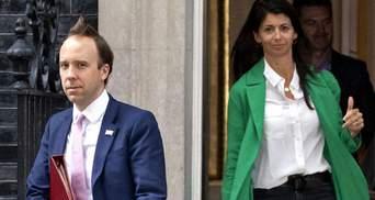 Глава МОЗ Британії порушив карантин, цілуючись зі своєю помічницею: деталі та фото скандалу