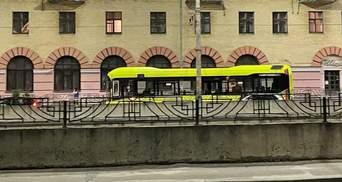 Новий маршрут чи міжміські перевезення: кияни сперечаються через незвичні та нові автобуси