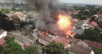 На Закарпатье загорелся придорожный отель: фото пожара