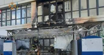 В Киеве горел супермаркет: фото и видео с места происшествия