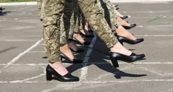 Шкода здоров'ю та стереотипи: 3 міністерки вимагають змінити військовим взуття для параду