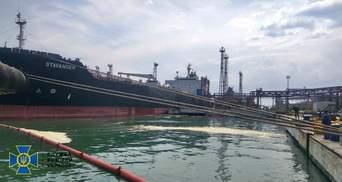 Скинув у море тонни пальмової олії: члену іноземного судна повідомили про підозру