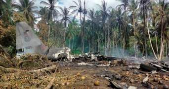 Авіатроща військового літака на Філіппінах: зросла кількість загиблих