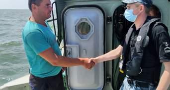 """Рассказали правду о """"помощи"""" России: появились фото спасенных рыбаков в Черном море"""