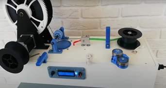 Цікаве рішення: саморобний робот перетворює пластикові пляшки на стрічку – відео