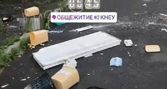 Ймовірно, наркозалежні: у гуртожитку Києва влаштували неймовірний погром – відео