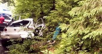 У Карпатах авто злетіло в обрив: водій і всі пасажири загинули