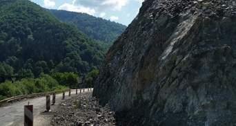 На Закарпатье разбили часть 30-метровой скалы, чтобы расширить трассу Львов – Мукачево: фото