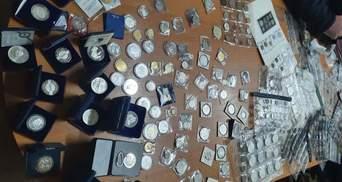 Скарби на пів мільйона гривень: львівські митники вилучили колекцію старовинних речей