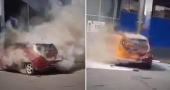 У Хмельницькому під час зарядки загорівся електрокар Nissan Leaf: фото, відео