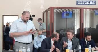 13 часов было мало: суд не смог избрать меру пресечения Медведчуку
