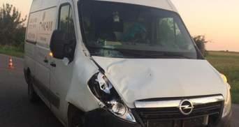 На Львовщине водитель микроавтобуса насмерть сбил мужчину: фото