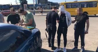 Пытался убить таксиста: львовские полицейские задержали 20-летнего дрогобычанина – фото