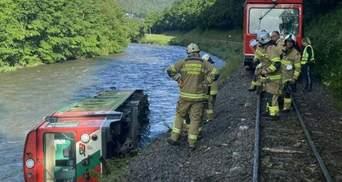 В австрийских Альпах поезд со школьниками сошел с рельсов: 17 пострадавших
