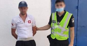 Ножом в грудь: на Львовщине тяжело ранили 23-летнего юношу  – фото