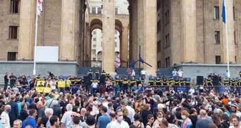 У Грузії почалися протести через смерть журналіста: вимагають відставки уряду – відео
