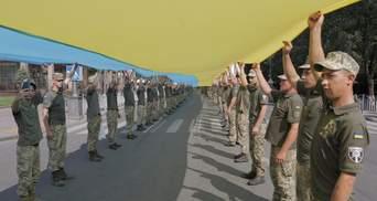 В Мариуполе военные установили рекорд с огромным флагом Украины