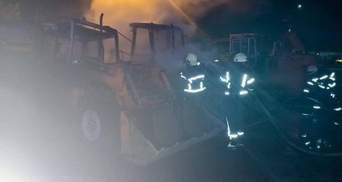 Сгорели 3 экскаватора: в Киеве на предприятии произошел масштабный пожар