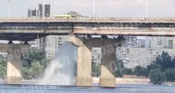 Під час гідравлічних випробувань: у Києві на мосту Патона сталася серйозна комунальна аварія
