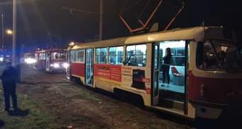 Кинули камінь під час руху: у Дніпрі розбили вікно в трамваї, який купили в Німеччині – фото
