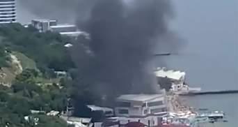 Загорелся отель в Аркадии в Одессе: взорвалась зажигалка – видео